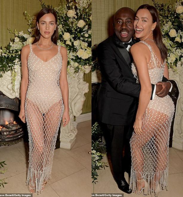 Kiểu váy đã tôn lên body đẹp tuyệt vời của cô cùng làn da rám nắng