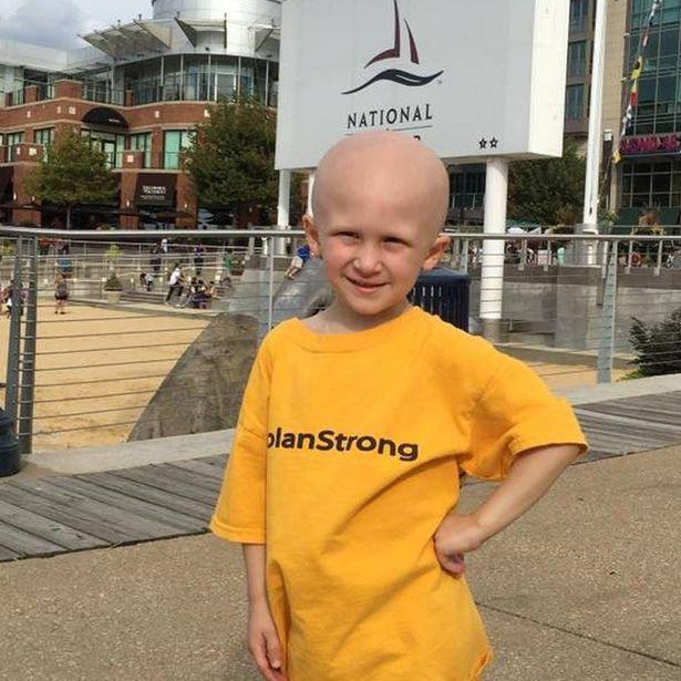 Nolan phải nhận chẩn đoán ung thư khi mới được vài tuổi.