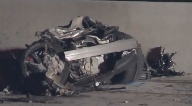 Chiếc xe củaMcSkillet bị hư hỏng hoàn toàn.