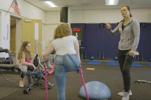 Họ đang duy trì thường xuyên những buổi tập thể dục đau đớn để tăng cường thể lực. (Ảnh: BBC Three/Youtube)