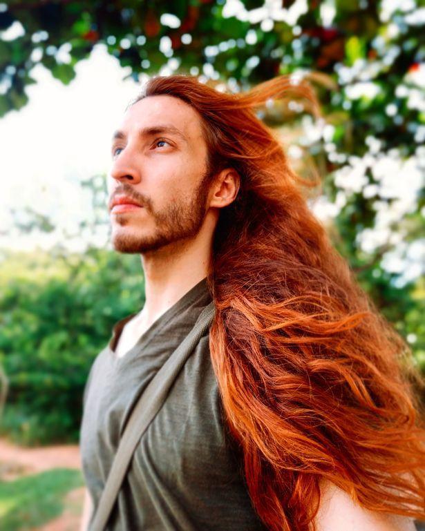 Anh chàng người mẫu Brazil quyết định giữ mái tóc của mình mặc những lời châm chọc.
