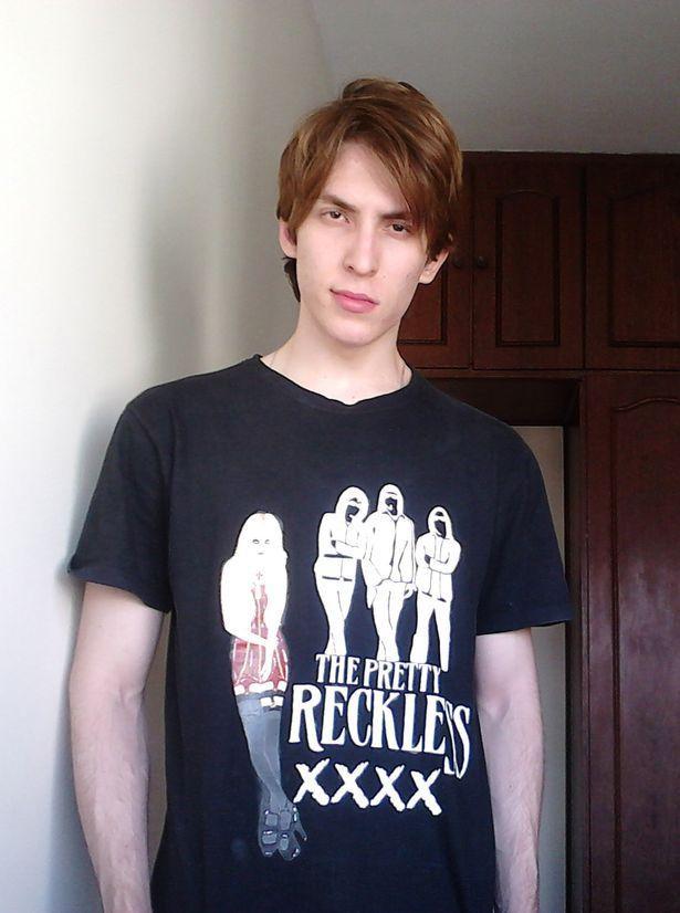 Ảnh Cristiano thời niên thiếu, trước khi anh bắt đầu nuôi tóc.
