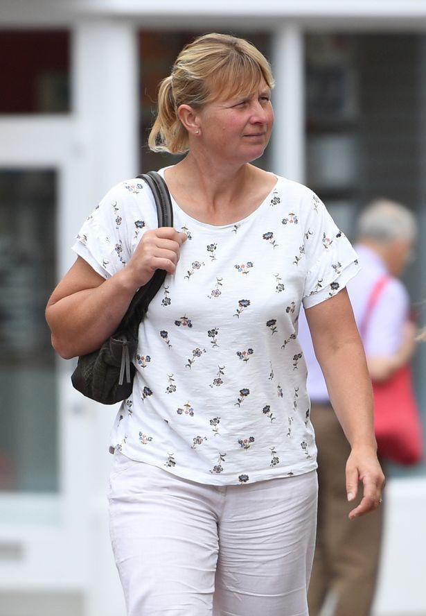 Giám đốc sở thú Katherine Adams trên đường đến buổi điều tra.