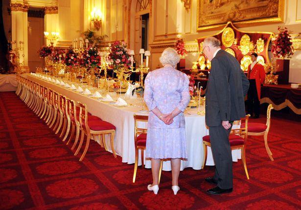 Nữ hoàng cho rằng nếu như tiết lộ đồ ăn ưa thích, bà sẽ không có cơ hội được thưởng thức các món đặc sản.
