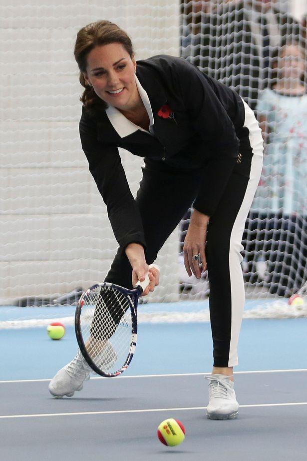 Bà mẹ ba con cực kì ưa chuộng các hoạt động thể thao ngoài trời, Kate còn được biết chơi rất giỏi bộ môn Tennis