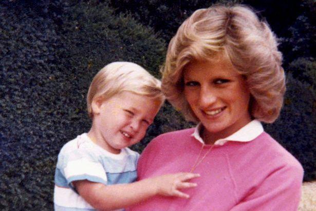 Thái tử Charles không mấy vui vẻ khi biết con thứ là hoàng tử.