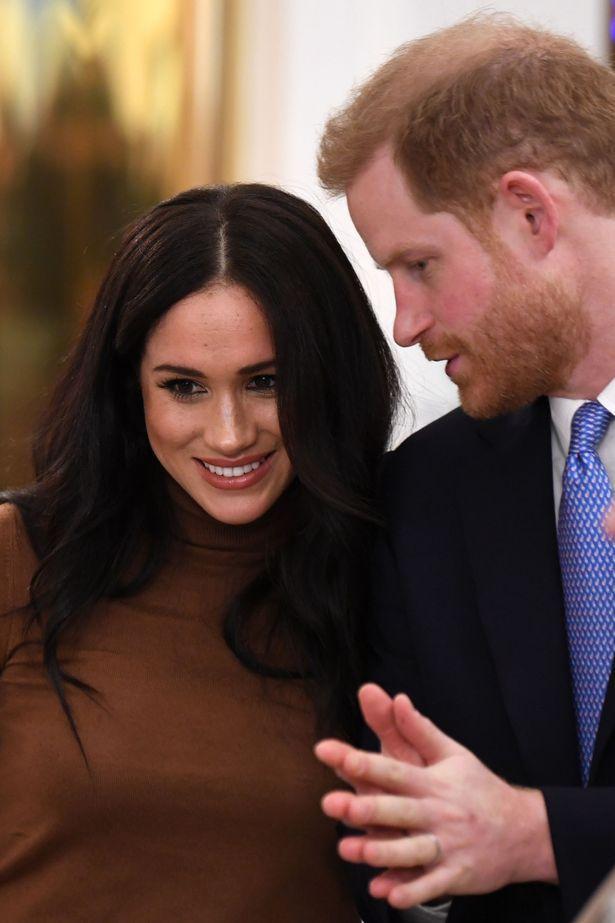 Harry và Meghan sẽ vi phạm quy định về địa vị bình đẳng của Anh và Canada nếu ở lại nước này với danh phận hoàng tộc.