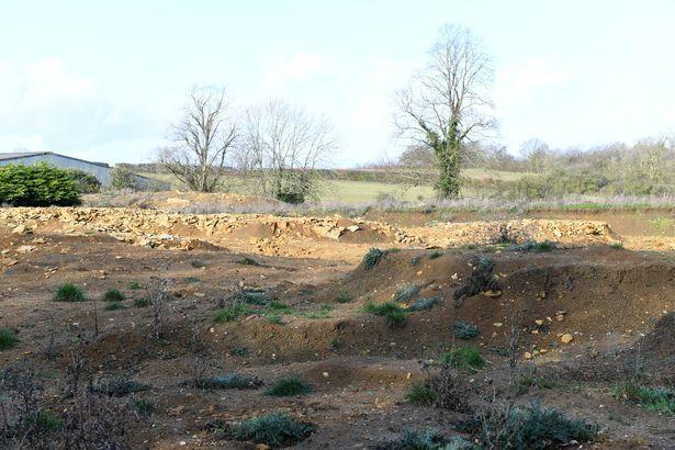 42 xác chết đã được phát hiện tại khu trang trại cũ.