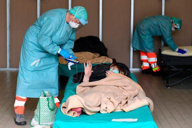 Nỗi đau ly biệt là điều các bác sĩ phải chứng kiến mỗi ngày.