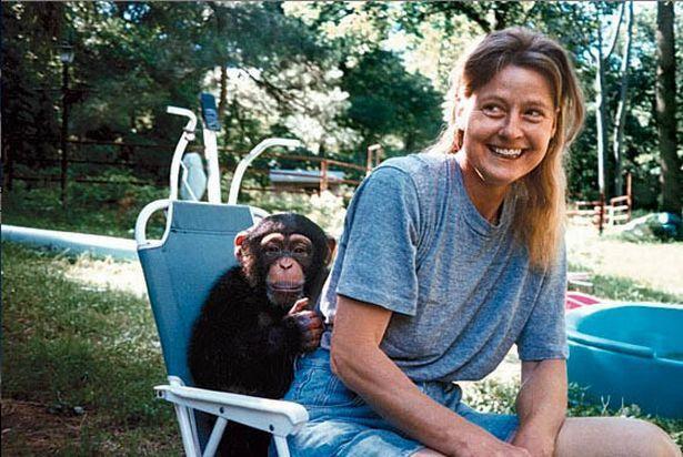 Nạn nhân Charla Nash chụp ảnh cùng Travis khi còn bé.