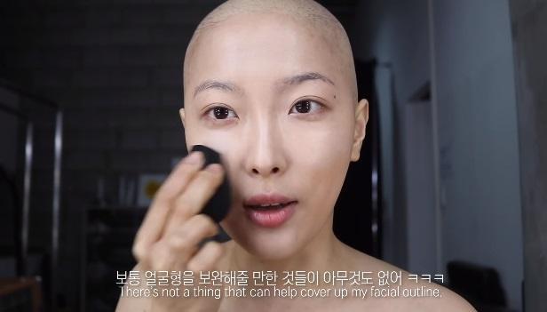 Cô quyết định quay 1 clip dạy trang điểm tự nhiên cho những ai bị ung thư.