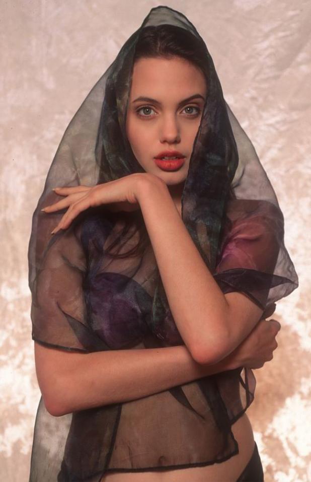 Sức hút và thần thái toát lên từ Angelina Jolie từ đó đến nay quả thật không thể cưỡng lại được