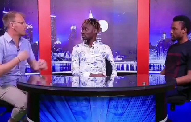 Bisi Alimi và Anthony Davis trong chương trình The Report Card.
