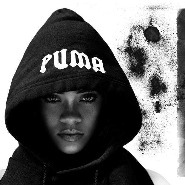 """Lấy cảm hứng nút khuy từ thập niên 90s và xu hướng vintage, giám đốc sáng tạo thế hệ mới của nhà Puma đã """"hồi sinh"""" những mẫu quần tưởng chừng chỉ dành riêng cho thời trang đường phố và khuấy động làng mốt thế giới. Chẳng có gì ngạc nhiên khi chỉ trong một thời gian ngắn, Rihanna đã tạo nên cơn sốt rộng rãi trên tất cả mặt trận."""