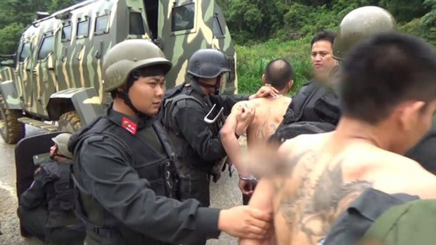 Cảnh sát bắt giữ các đối tượng. Nguồn: Người Đưa Tin