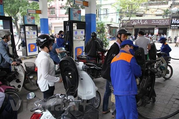 Ngày mai, giá xăng dầu sẽ tăng mạnh sau thời gian bình ổn giá ảnh 0