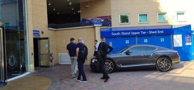 Lampard phải hoãn ngày ra mắt CLB Chelsea vì mạng xã hội.