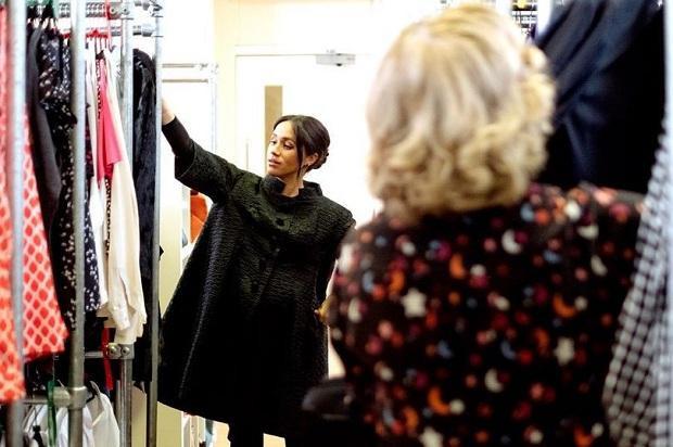 Loạt hình ảnh chưa được công bố nay đã được update trên mạng xã hội khi Công nương Meghan đến thăm tổ chức từ thiện Smartworks và cùng các cộng sự cho ra mắt BST thời trang công sở