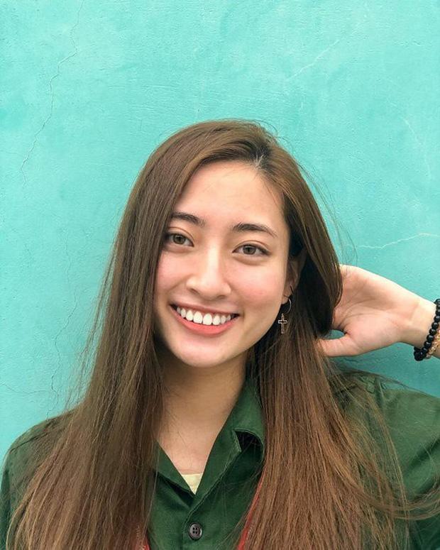 Cô từng tham dự các cuộc thi HSG như Trại hè Hùng Vương,… vàlà thành viên đội tuyển HSG tiếng Anh cấp Quốc Gia. Ngoài ra, cô còn có chứng chỉ IELTS 7.5.