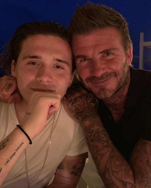 Đây là lần đầu tiên Brooklyn chụp hình chung với David Beckham sau khoảng thời gian bị đồn là bất hòa và hoàn toàn vắng bóng trong những bức hình của gia đình