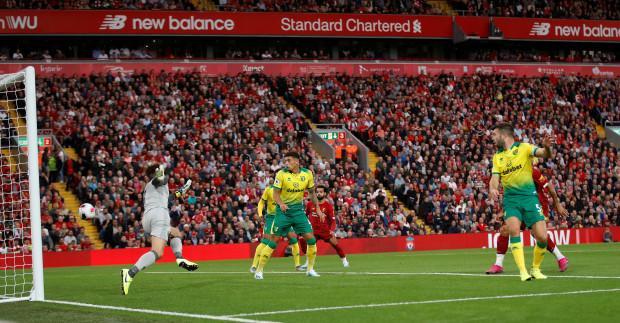 """Vận may sớm mỉm cười cho The Kop khi ngay phút thứ 7, hậu vệ Hanley """"đốt lưới"""" nhà giúp Liverpool vượt lên dẫn trước."""