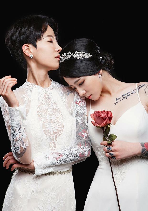 Tan chảy con tim trước tình yêu của các cặp đôi LGBT nữ nổi danh ảnh 42