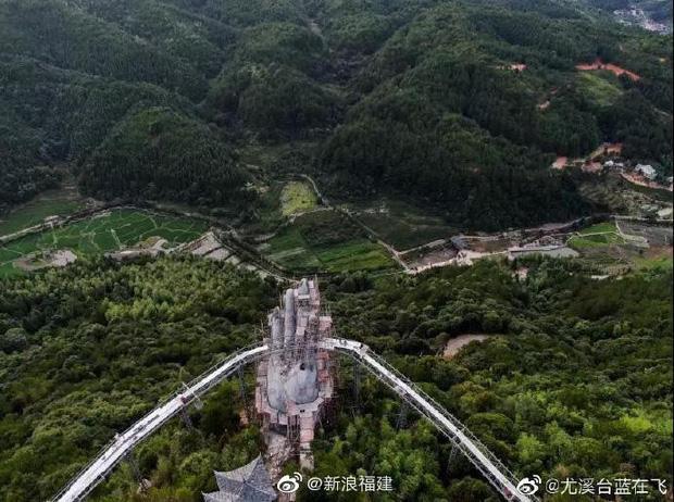 Hình ảnh cây cầu trong quá trình xây dựng.