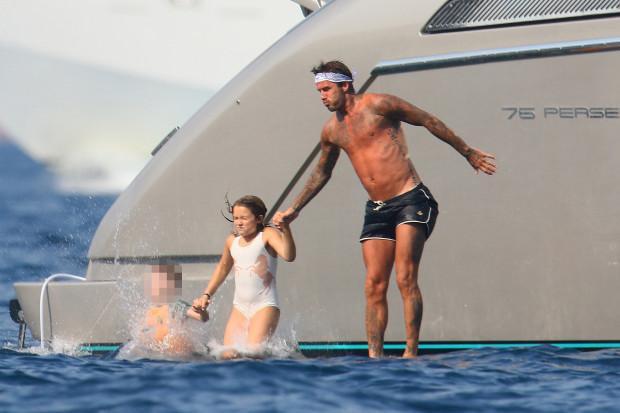 Beckham tỏ ra rất chiều chuộng cô con gái.