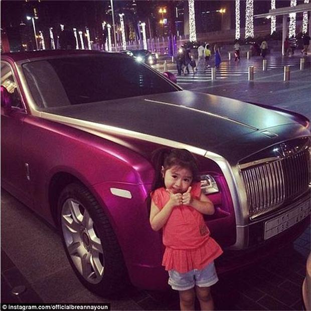Nhan sắc hiện tại gây ngỡ ngàng của bé gái đáng yêu đến nỗi từng được đại gia Dubai mời sang sinh sống, bao ăn ở ảnh 5
