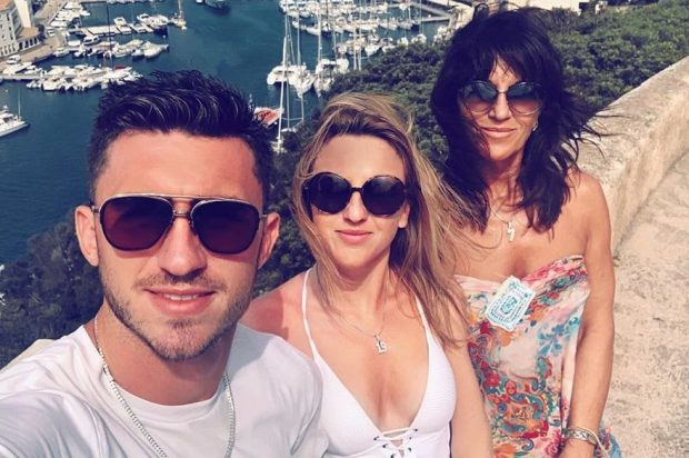 Hiện em gái trung vệ Aymeric Laporte đang làm việc trong lĩnh vực du lịch và giải trí.