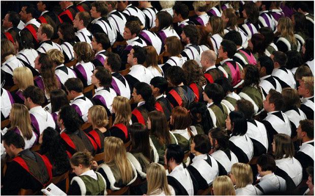 Khi Bộ trưởng Bộ Nội vụ Theresa May giữ chức đã bắt đầu siết chặt và đưa ra chính sách chỉ cho phép du học sinh ở lại Anh tối đa 4 tháng.