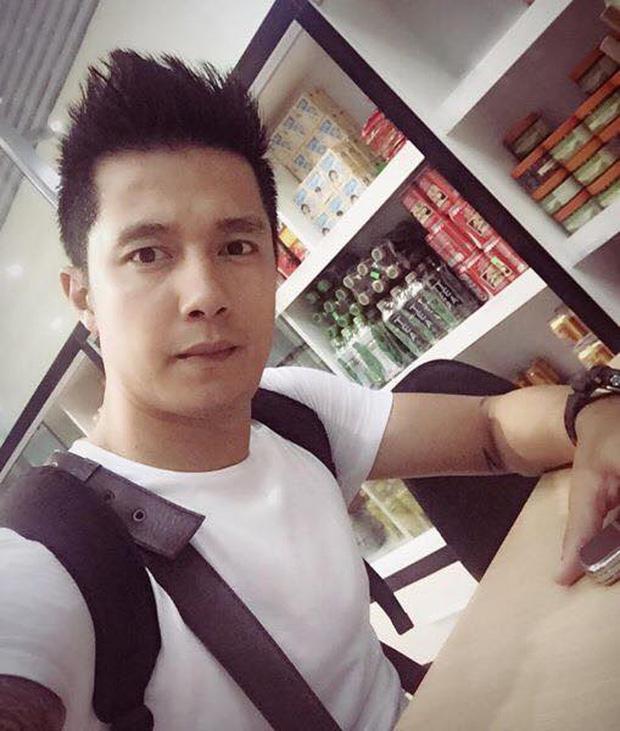 Khi còn thi đấu, Sỹ Mạnh được xem là hotboy làng bóng đá Việt bởi gương mặt điển trai và vóc dáng không kém gì người mẫu. Cựu cầu thủ CLB Thanh Hóa cao 1m84.