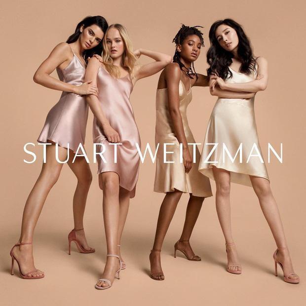 Hồi đầu năm, Dương Mịch được lựa chọn làm gương mặt đại diện cho thương hiệu giày dép, túi xách Stuart Weitzman bên cạnh chân dài triệu đô Kendall Jenner, diễn viên Willow Smith, người mẫu Anh Jean Campbell.