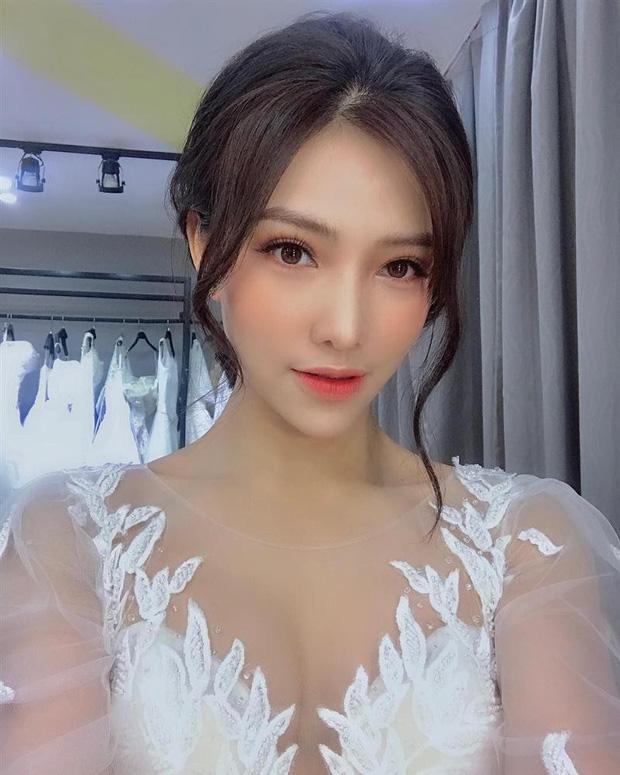 Lưu Đê Ly từng đăng ảnh đi thử váy cưới vào hồi tháng 3.