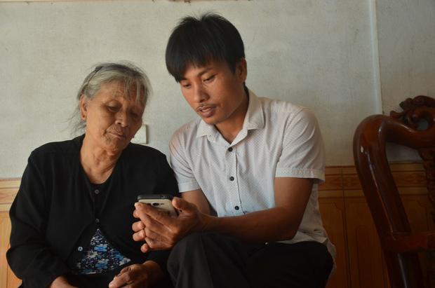 Công an Hà Tĩnh đến nhà lấy ADN các gia đình trình báo con mất tích khi sang Anh. Ảnh: báo Tổ Quốc