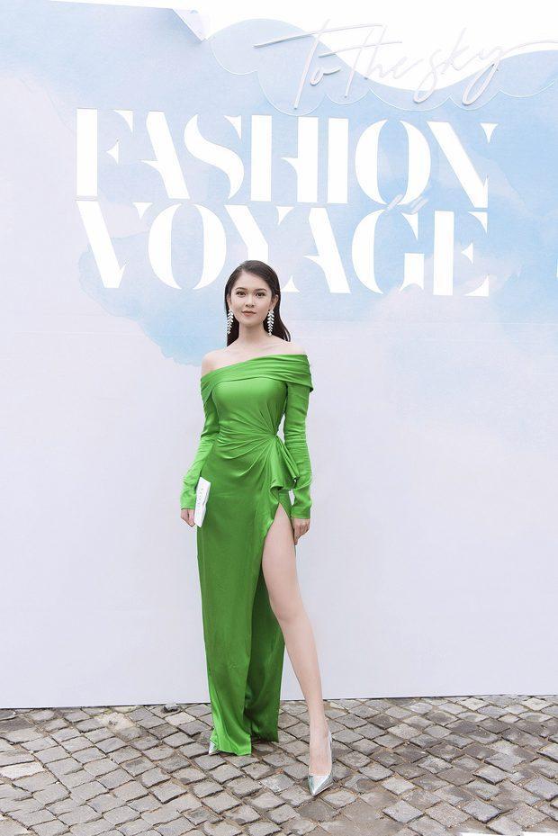 Á hậu Thùy Dung là người đẹp tiếp theo ghi điểm trong thiết kế này. Sở hữu đôi chân dài và thân hình mảnh mai không chút mỡ thừa, bộ cánh đã giúp Thùy Dung được tôn vinh trên nhiều bảng xếp hạng mặc đẹp.