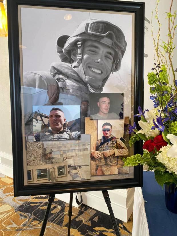 Adrian Bonar là con của một triệu phú người Anh và từng tham chiến 2 lần tại Iraq.