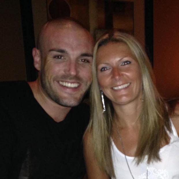 Adrian Bonar và người chị gái Pauline Gourdie.