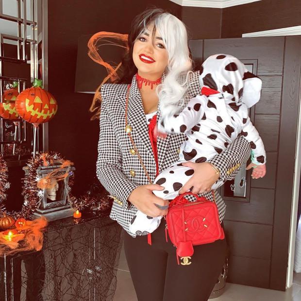 Vợ thủ môn Jordan Pickford cũng chung vui trong lễ hội Halloween bằng màn hoá trang đơn giản.