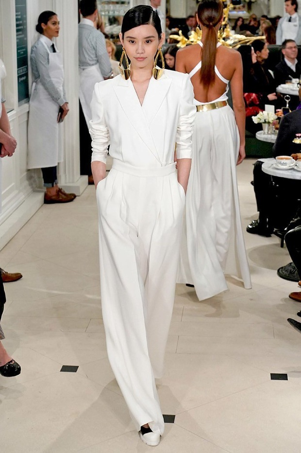 Thiên thần Victoria's Secret Ming Xi từng được nhà mốt Mỹ ưu ái cho mặc thiết kế này khi trình diễn BST Xuân/Hè 2019 của Ralph Lauren