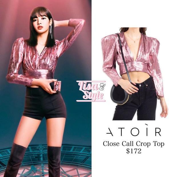 """Thiết kế áo ATOIR chỉ có giá 172 đô la Mỹ ( tầm 4 triệu đồng) mà được """"búp bê sống Thái Lan"""" khoác lên trông như một chiếc áo vô cùng đắt tiền"""