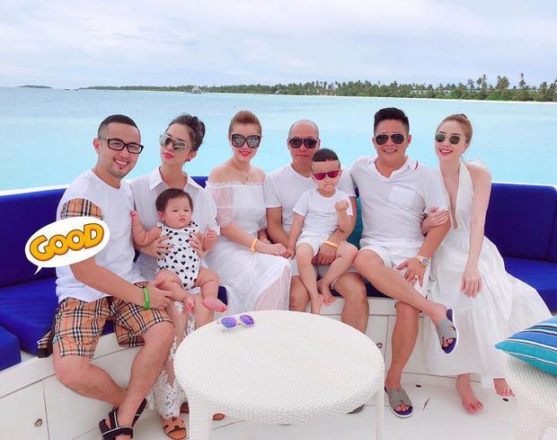 Vừa qua, gia đình của Zenie còn tham gia chuyến du lịch chung với vợ chồng Thế Bảo và vợ chồng Bảo Thy tại Maldives.