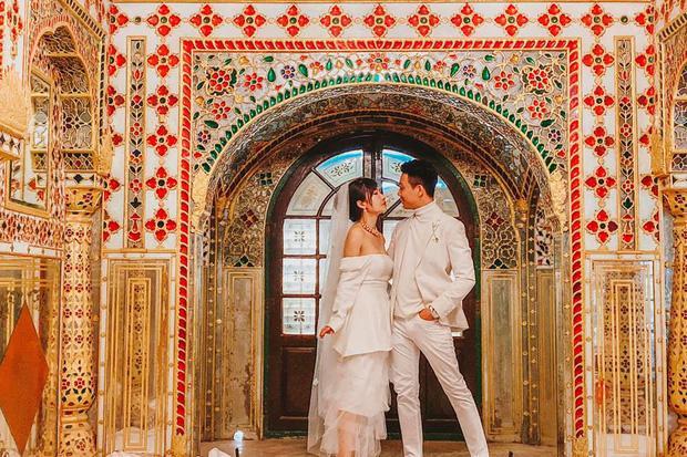 Bộ ảnh của vợ chồng Minh Nhựa được chụp tận bên Ấn Độ.