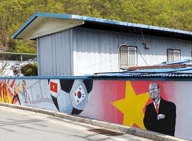 Những bức tranh được người người dân tại quận Sancheong, phía tây tỉnh Gyeongsang Nam, Hàn Quốc – quê hương HLVPark Hang-seo tạo nên. Ảnh: báo Trí Thức Trẻ