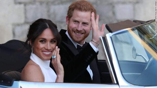 Harry và Meghan đột ngột muốn rút khỏi hoàng gia.