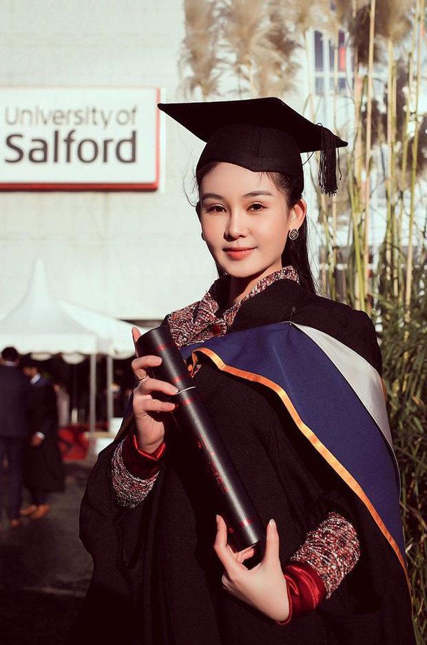 Trước đó, Ngân Anh từng tốt nghiệp Thạc sĩ loại ưu, chuyên ngành Quản trị sự kiện quốc tế tại trường Đại học Salford (thành phố Manchester, Anh quốc).
