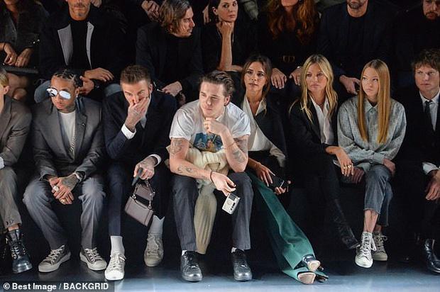 Khán giả dành nhiều lời khen cho ngoại hình nổi bật của gia đình Beckham khi từ cậu con trai cả Brooklyn cho đến hai vợ chồng ăn mặc vô cùng xuyệt tông với nhau