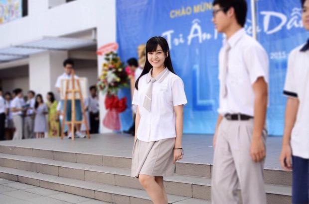 Loạt ảnh thời học sinh gây bất ngờ của các hotgirl Việt: Người nhí nhảnh năng động, người có màn lột xác 'đỉnh cao' ảnh 12