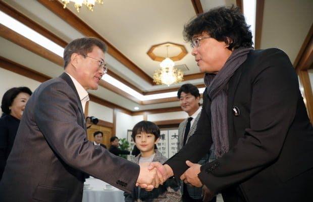 Sau chiến thắng Oscar, đoàn phim 'Parasite' nhận lời mời tham dự bữa trưa đặc biệt cùng tổng thống Hàn Quốc Moon Jae In.