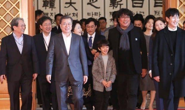 Sau chiến thắng Oscar, đoàn phim Parasite nhận lời mời tham dự bữa trưa đặc biệt cùng tổng thống Hàn Quốc Moon Jae In ảnh 3